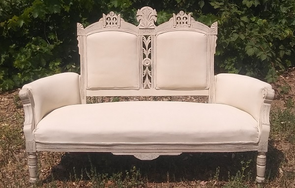 Vintage Sweetheart Sofa wedding rentals by Brave Horse Winery